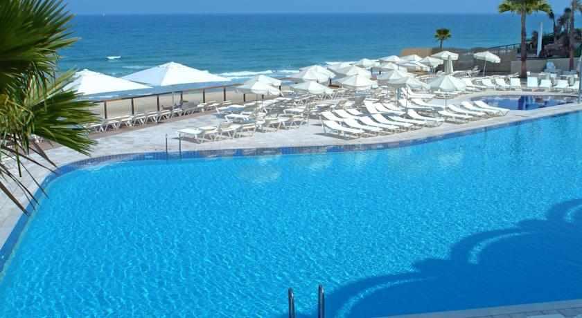 בריכת שחייה מלמעלה מלון דניאל