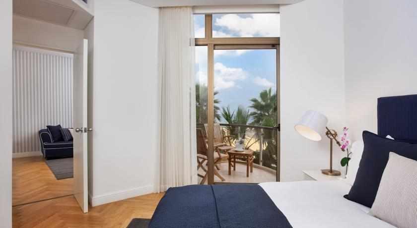 חדר שינה דלת מקשרת מלון דניאל