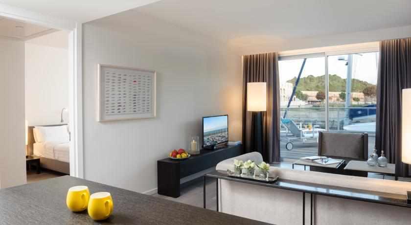 סלון במלון הרודס