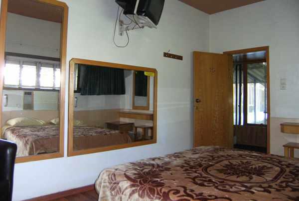 חדר 4 מלון הולצמן