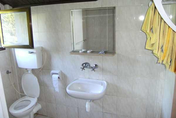 שירותים מלון הולצמן