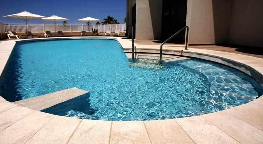 בריכת שחייה מלון מרין הייטס