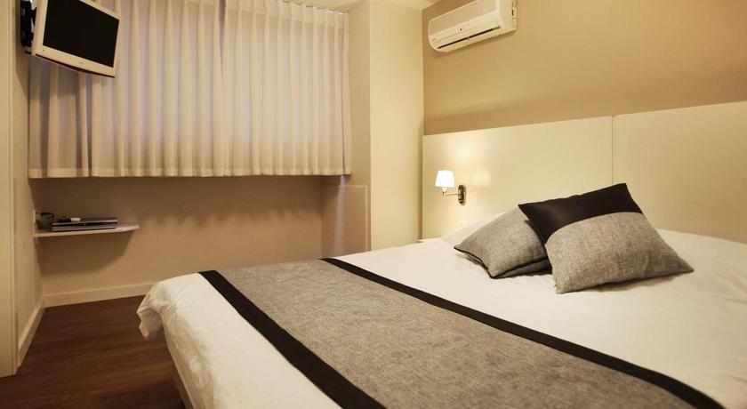 מיטה זוגית מלון מרין הייטס