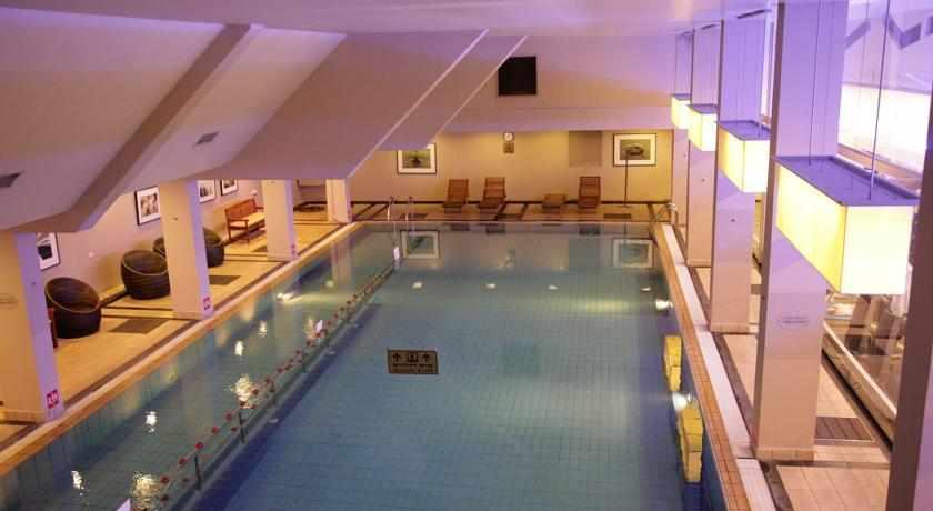 בריכת שחייה מלון שיזן