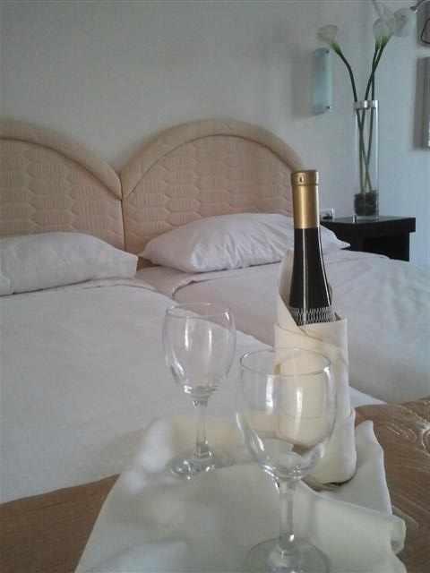 שמפניה בחדר מלון תדמור